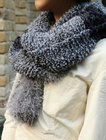 シンプルな編み方でも途中で毛糸を変えることで味のある質感を出すことができます。