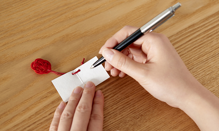 ミニカードが付いているので、メッセージを書くこともできます。贈り物に添えると、より一層相手を思う気持ちが伝わりそうですね。