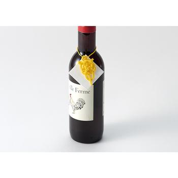 例えば、しおりとして使ったり、プレゼントのラッピングに添えたりして使用することができます。ワインの瓶にかけてもおしゃれですね!