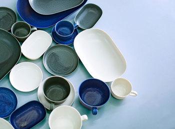 器づくりを行っている作家イイホシユミコさんによるブランド『yumiko iihoshi porcelain』の器。温もりのあるフォルムと、ニュアンスのある色合い、優しい手触りの器は、食卓のお料理を素敵に惹きたててくれます。