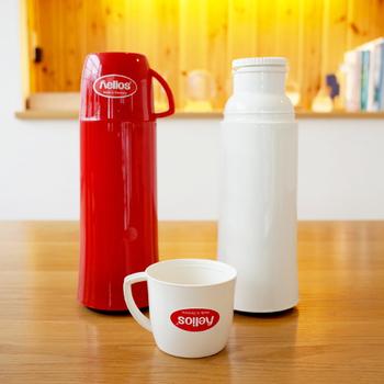 水筒のフタというより、お気に入りのマグカップをそのままフタにしたようなスタイル。ムダをなくしたデザインだから、使いやすく愛着がわく水筒です。