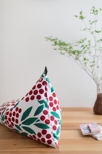 赤とグリーンの可愛らしいデザインが魅力的な「南天竹」は、難を転じるということから縁起のいい木とされ、鬼門などに植えられてきたそう。お部屋を明るくするだけでなく、なんだか良いことがありそうな予感♪プレゼントにも喜ばれそうなデザインです。