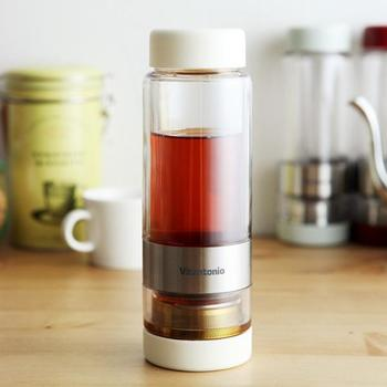 好みの濃さになったら茶葉とお茶を分ける事ができるので、「濃くなりすぎて苦い…」なんてことがありません。出先で水やお湯を足して2度出しもできる優れものです!