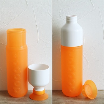 小さな口は、直接ゴクゴク飲めるペットボトル感覚。大きいキャップを外せば、コップにして飲むこともできるんです。