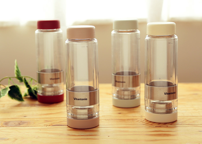 茶葉を入れて、好みの濃さでお茶を作ることができるティータンブラー。ステンレスフィルター付の2重構造ボトルで、お湯出し・水出しのどちらでもOKです!