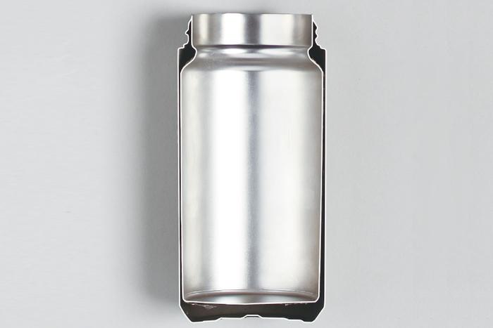 2重構造の間を真空にすることで、優れた保温・保冷効果を発揮します。 マグカップのような飲み心地を目指し、口が触れる部分に突起のないデザインが施されています◎