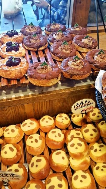 『街のパン屋さん』のかわいい雰囲気漂う店内には、いろいろな種類のパンがところ狭しと並んでおり予定よりたくさん買ってしまいそう!