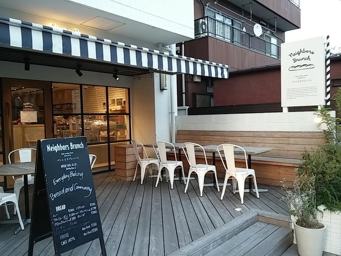駅から公園とは反対方向にありますが、ぜひおすすめしたいおしゃれなパン屋さん。表参道の人気店「パンとエスプレッソと」とコラボレーションしたベーカリーカフェです。