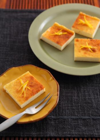 豆乳がプラスされた、ゆずが香るベイクドチーズケーキ。ビタミンCたっぷり♪疲れた時にもおすすめのゆずを使ったスイーツレシピです。