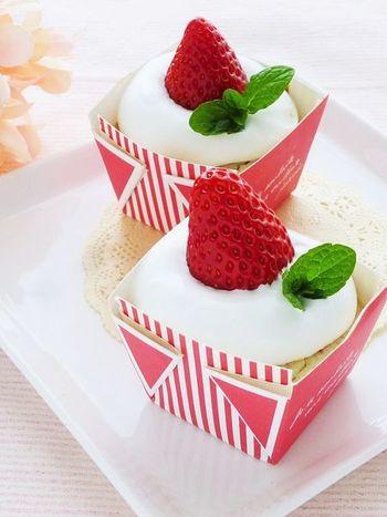 こちらはマフィンなのですが、プチケーキとしても楽しめるデコレーションです♪小麦、卵、乳製品を使っていないので、アレルギーのある方も参考にしてみてください。なんとホイップクリームも豆乳でできているんですよ♪