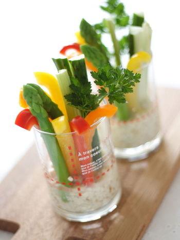 料理が得意じゃなくても大丈夫!切るだけの野菜スティックだってドレッシングを添えれば立派な一品♪カットフルーツ盛り合わせなんかも喜ばれますよ♪