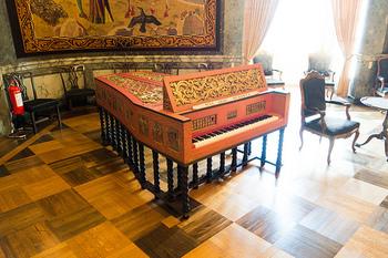 当時は、ピアノではなくチェンバロで演奏されました。チェンバロの演奏も素敵ですが、ピアノの演奏はより気軽に聴きやすい雰囲気です。