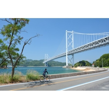 しまなみ海道のサイクリングは、気持ちよい風を肌で感じながら綺麗な景色を見ることができるのでリフレッシュにも最適です。