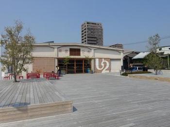しまなみ海道エリアで、ぜひ訪れたいのは尾道にある「ONOMICHI U2」。県営の倉庫を改装した複合施設で、中にはホテルやバー、レストラン、ベーカリー、雑貨ショップ、サイクルショップなどたくさんのお店が入っています。