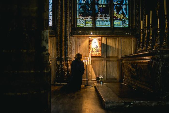 夜想曲のノクターンという意味、もともとは修道院で行われる晩祷のことを指す言葉でした。それをサロン風の音楽として様々な人にも共感を得られる音楽として作り上げていきます。ショパンは20歳から晩年までノクターンを作り続けていました。