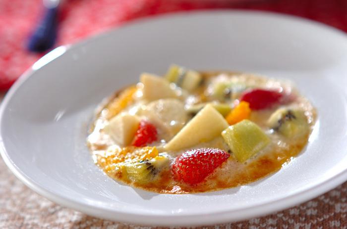 卵黄を使ったサバイヨンソースのコクに、白ワインやキルシュが香る、大人好みのフルーツグラタン。アフタヌーンのリッチなスイーツとして、またディナーのあとのデザートなどにもおすすめです。