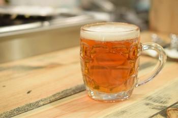 池袋駅東口にある「ビアパブ カムデン」の姉妹店とあって、自慢のクラフトビールも外せません。「ひでじビールのきんかんラガー」「厚木ブルワリー・ホップスレイブWIPA」など、その時々でラインナップが変わるのも嬉しいですね。 自家製のジンジャーエールなどソフトドリンクも好評です。