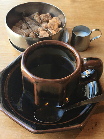 種類豊富で個性的なコーヒーカップも、どれがくるのか楽しみです。