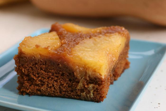 形も色々。円形やスクエア形が多いですが、パウンドケーキ型やカップケーキ型で焼かれたものもあります。