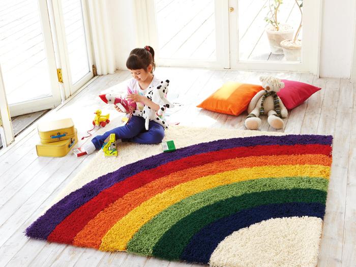 7色の虹が綺麗なラグは子供部屋にぴったり。ラグを敷くだけでお部屋が絵本のような世界に。子供達も大喜びしてくれそうですね♪
