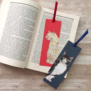 ▪️nemunoki paper item トラとハチ ブックマーク4枚セット  鉛筆画で、茶トラの猫と黒&白の猫が描かれたこちらのしおりは、猫好きさんへのちょっとした贈り物としても良さそうです。