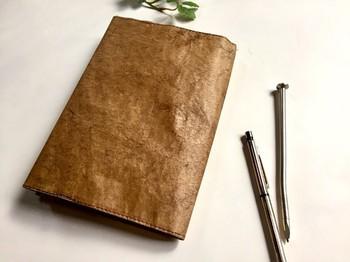 ▪️arima 読書の秋 ペーパーブックカバー 手帳カバー♪♪  米袋というちょっと変わった素材を利用して、なかなか見かけない風合いのブックカバー。