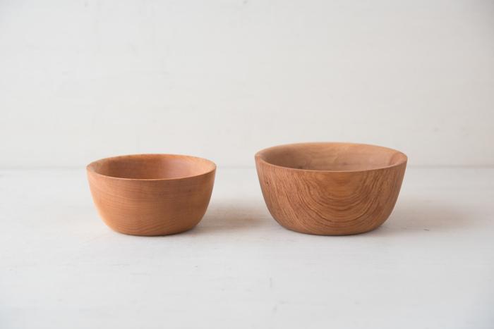 ■木のボウル 小  素敵なスープボウルはたくさんありますが、木の器ならぬくもりいっぱい。一層心があたたまりそうですね♪手の中にやさしくフィットして、ゆっくりゆっくりスープをいただきたくなります。