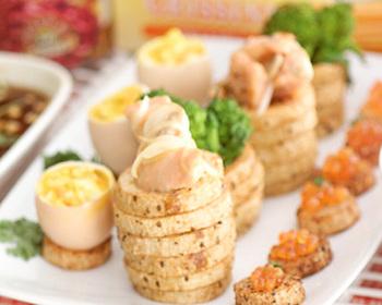 見た目もおしゃれで、おもてなしにもおすすめのレシピ。 長芋のあっさり感とサーモンの脂の乗ったこってり感が絶妙にマッチ。