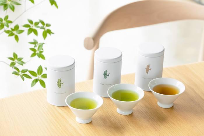 静岡県にある創業1848年の老舗茶屋『茶屋すずわ』。香りや味わいの違いを楽しめるお茶のセットです。すっきりとした味わいでほのかな渋みの味わい、きれいな濃緑色がきれいなやわらかでコクのある味わい、優しい香りでまろやかな焙じ茶。パッケージがシンプルで可愛らしいのもうれしいですね。