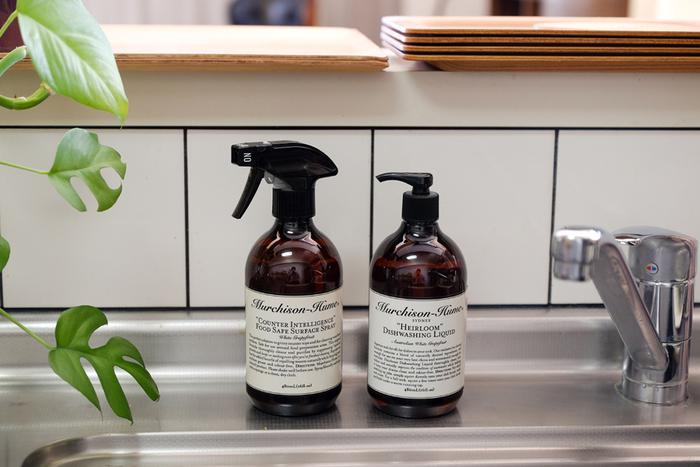 すべて植物由来の原料という 、シドニー生まれの環境にやさしい食器用洗剤『マーチソンヒューム』のセット。フワッと香る柑橘の香りと、手をやさしく保湿ケアしてくれる優秀アイテムは、シンク脇に置いておくだけでインテリアの一部になってくれます!