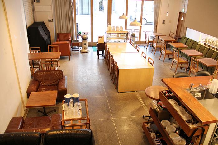 元々は倉庫だったスペースをリノベーションした店内。ゆったりとしたスペースが特徴です。満席でも窮屈な感じがしないのは、高い天井の効果でしょうか。ナチュラルなインテリアもおしゃれですね。  店名の「フクモリ」は「福を盛る」という意味でつけられたそう。居心地の良い店内で過ごす時間は、まさに至福の時。