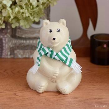こちらの白くまもよく見かけますよね。フィンランド生まれの白くま、陶器製のように見えて実は割れにくいプラスチック製の貯金箱。お子さまのいるお宅でも安心して置けますね。