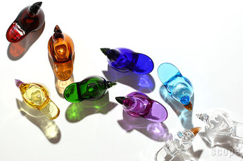 カラフルなガラスの小鳥たち。シンプルでおしゃれなガラス製品で有名なiittala(イッタラ)の復刻したオイバ・トイッカがデザインした「シエッポ」です。