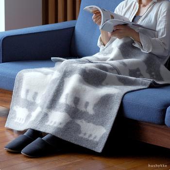 「ヒツジ」や「ムース」「白クマ」など北欧らしい動物モチーフは毎年大人気です。こちらは白クマ。冬のひざ掛け、お昼寝用ブランケットとして一枚いかがですか?