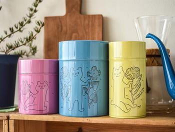 人気のデザイナー、鹿児島睦(かごしままこと)さん。「暮らしの中で実際に使って楽しめる作品を」という鹿児島さんの想いにぴったりな可愛らしい保存缶です。
