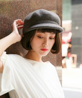 ちょっぴりおしゃれな帽子をプラスするだけで、いつもの普段着コーデも簡単におしゃれな雰囲気に仕上がります。