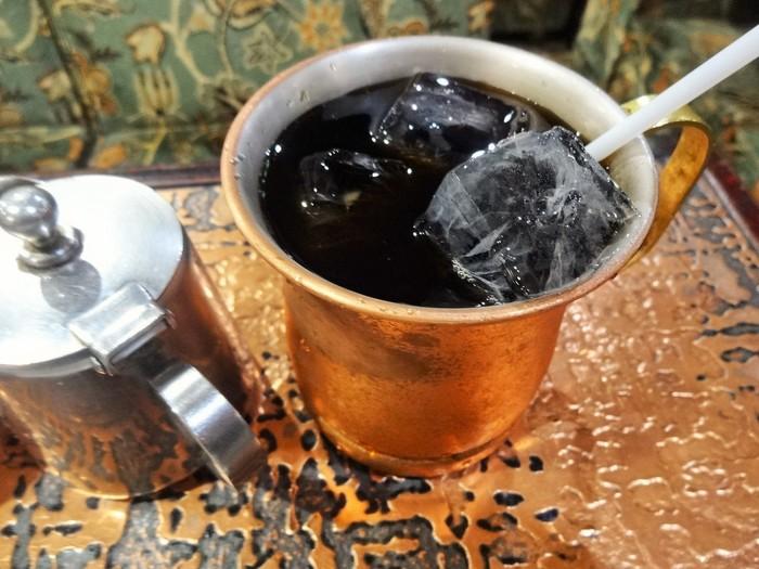 アイスコーヒーもたっぷり入っています。食後にごくごく飲めるさっぱりした後味が人気。