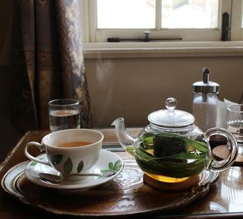 紅茶やハーブティが「ポット」で提供してもらえるのも嬉しいですね。  ふわりと上がるお茶の香気の中、時間の流れがここだけゆっくりと流れているよう。