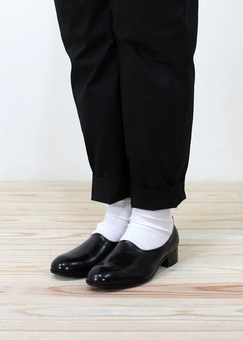 一つ一つ手作業で作られている立野千重さんのブランドTACHINO CHIE 。ヨーロッパの古靴を参照に、日本人の足に合うように作られたシューズは、フォルムの美しさも去る事ながら履き心地も抜群です。