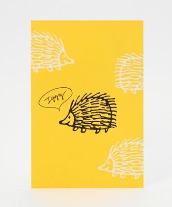 こちらも人気キャラクター・イギーのビビットなポストカード。どちらも活版印刷ならではの、凹凸のある独特の風合いが素敵な一枚です。