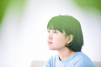 吉川陽子  ファッション誌「リンネル」など、雑誌や広告で活躍中のヘアメイクアップアーティスト。素肌の美しさを活かした、ナチュラルで透明感のあるメイクが、幅広い女性に支持されている。