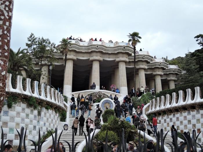 曲線が美しい大階段はまるでおとぎ話に登場する宮殿のよう。観光客で混雑しているので計画を立てて、事前にチケットをネットで購入しておけばスムーズに入場できますよ。