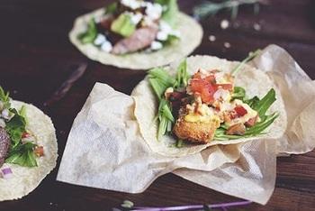 人気のタコスは、トルティーヤから手作りしているこだわりよう。お肉と野菜のバランスが絶妙でやみつきになるおいしさです。
