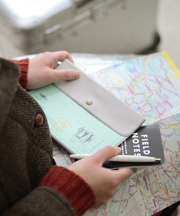旅先のお土産屋さんで手に入れたカードを入れて満喫したら、最後は思い出と一緒に郵送するのもいいですね。