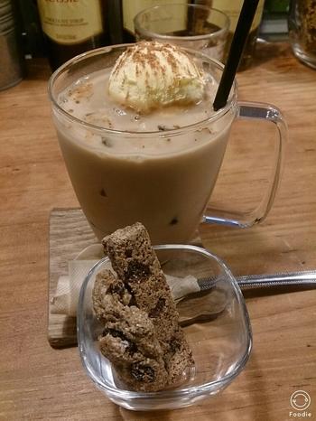 こちらは、「ジンジャーシナモンラテ」。季節に合わせて様々なコーヒーを提案してくれるので、いつ訪れても楽しめます。