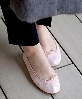 バレエ専門店ならではの履き心地の良さ。さらに質の高さが特徴。クラシカルで不変的。きっと長く愛用できるバレエシューズになってくれるはず。