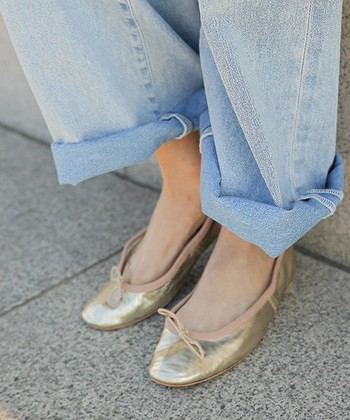 靴底はしっかりと固めの革ですが、シューズ自体は柔らかので、足にしっかりとフィット。あまりの履き心地の良さに、ポルセリの虜になってしまう人も多いんです。