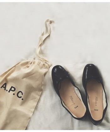 くったりとした履き口が個性的な「E.PORSELLI(ポルセリ)」は、イタリア・ミラノの老舗バレエシューズブランドの定番バレエシューズです。