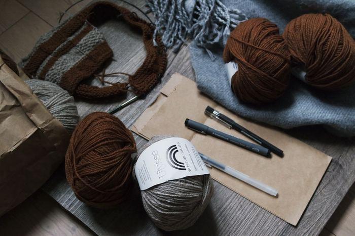 ニット帽は小さいものなので、今から編めば秋冬用に十分間に合います。いくつか編んでプレゼントにするのもいいですね。ぜひ暖かいニット帽を編んでみてください。