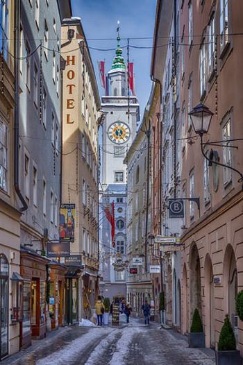モーツアルトの生誕の地、ザルツブルク。映画「サウンドオブミュージック」の舞台としても知られていますが、街中もかわいらしい看板が並んでいる人気のエリアです。